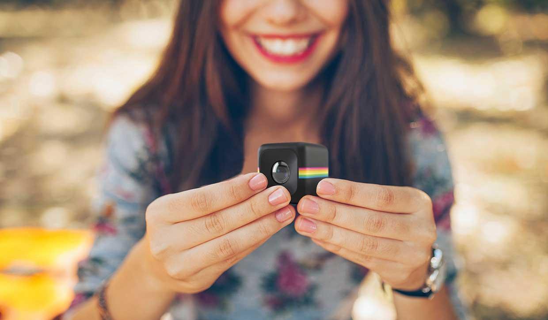 Polaroid Cube manos